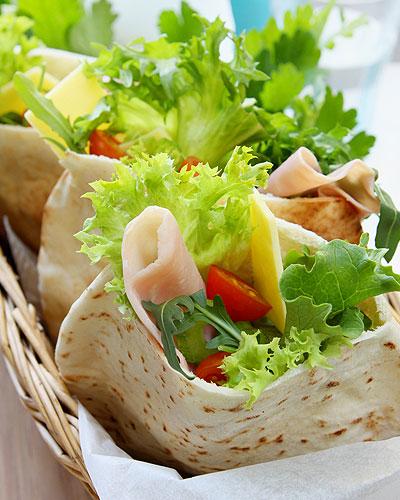 Кулинарные рецепты: пита с салатом и сыром