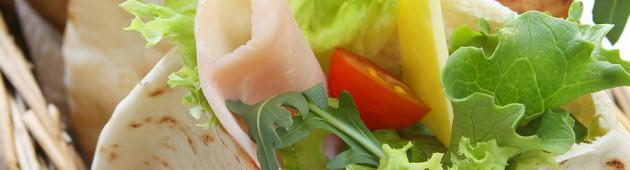 Пита с салатом и сыром