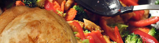 Лепешка с салатом из брокколи