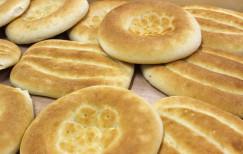 Свежий восточный хлеб